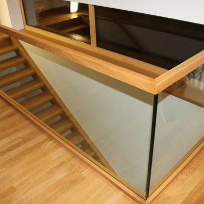 Bruestungsgelaender Esg Glas Mit Holzhandlauf