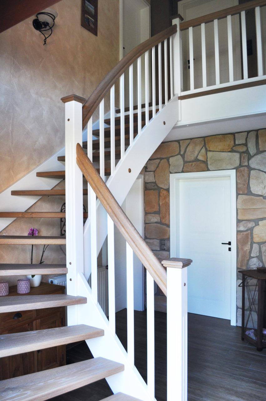 Moderne Holztreppe wangentreppen - treppenbau leisen ✓ treppen seit 1992