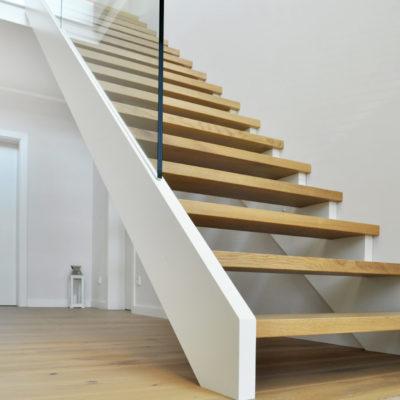 Massivholztreppe Gerade Modern Treppenbau Treppe Kaufen Glas Gelaender Handlauf