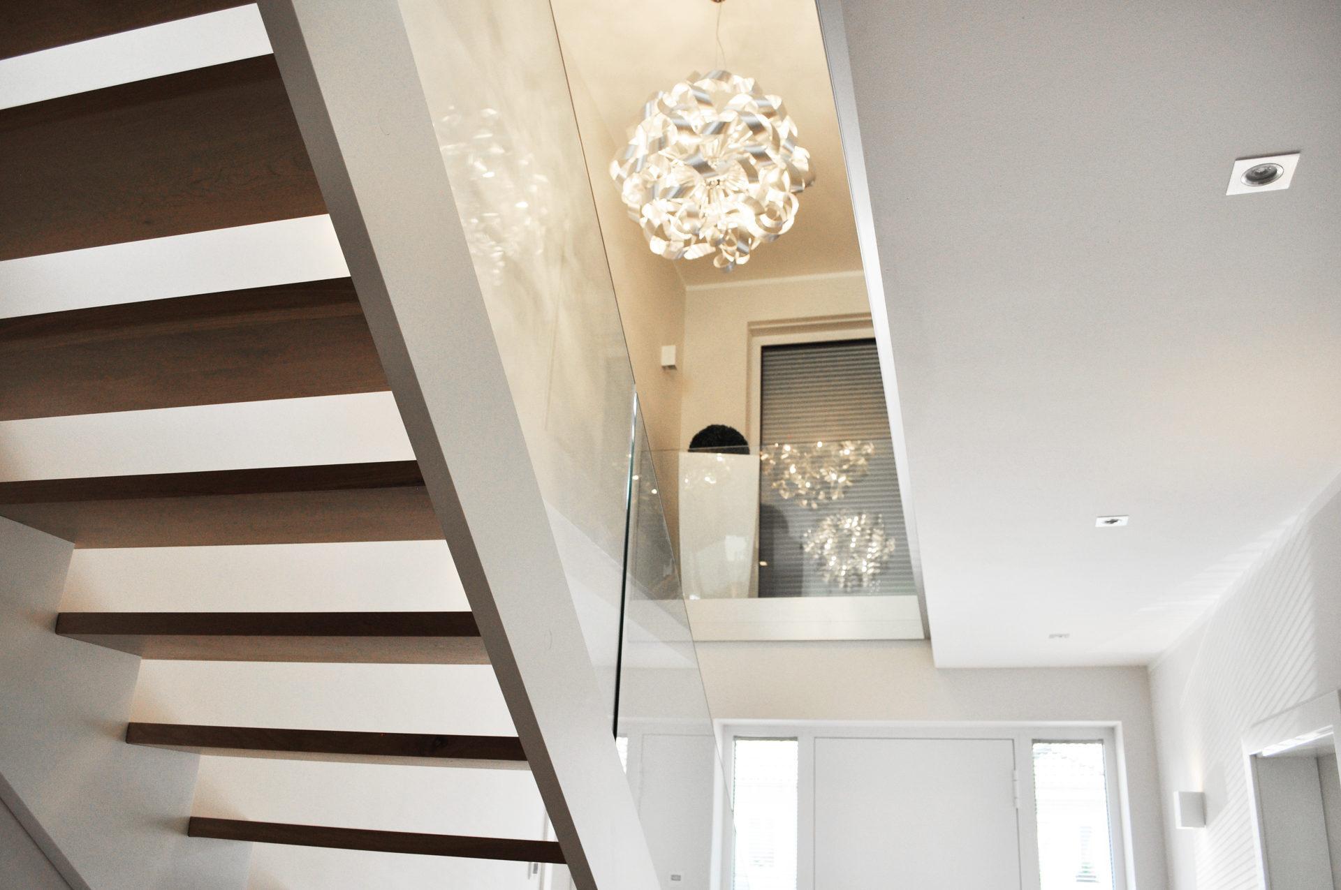treppenbau leisen schreinerei tischlerei treppen aus holz seit 1992. Black Bedroom Furniture Sets. Home Design Ideas