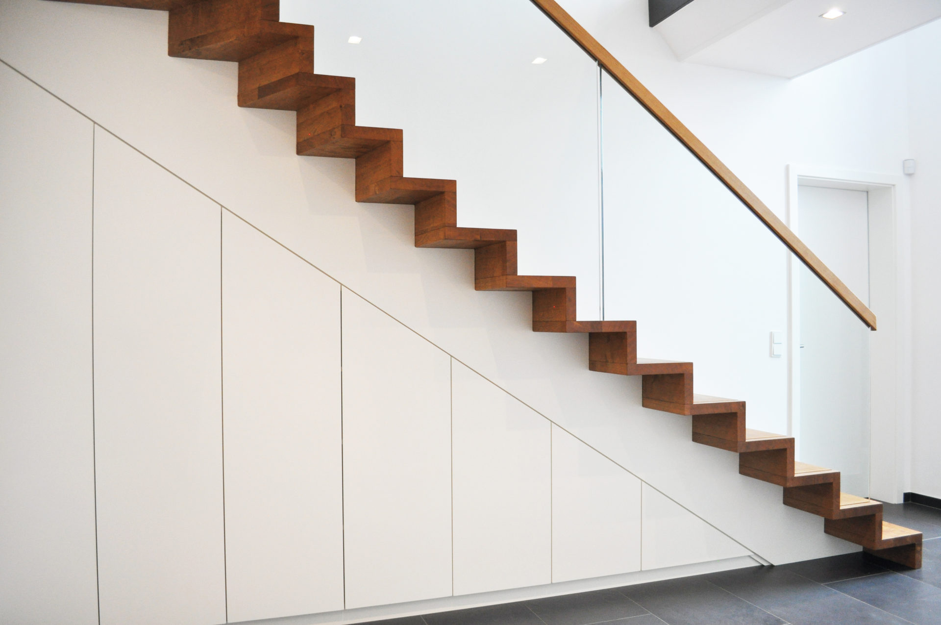 Unterbautreppen Treppenschranke Treppenbau Leisen Treppen