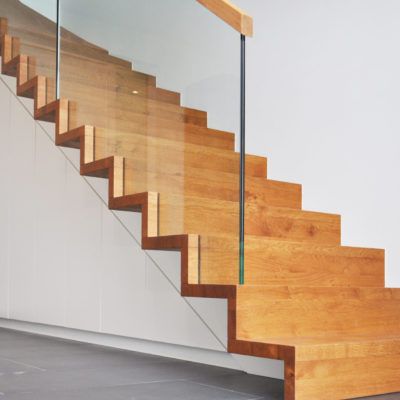 Unterbautreppe Holztreppe Glas Gelaender Holz Handlauf